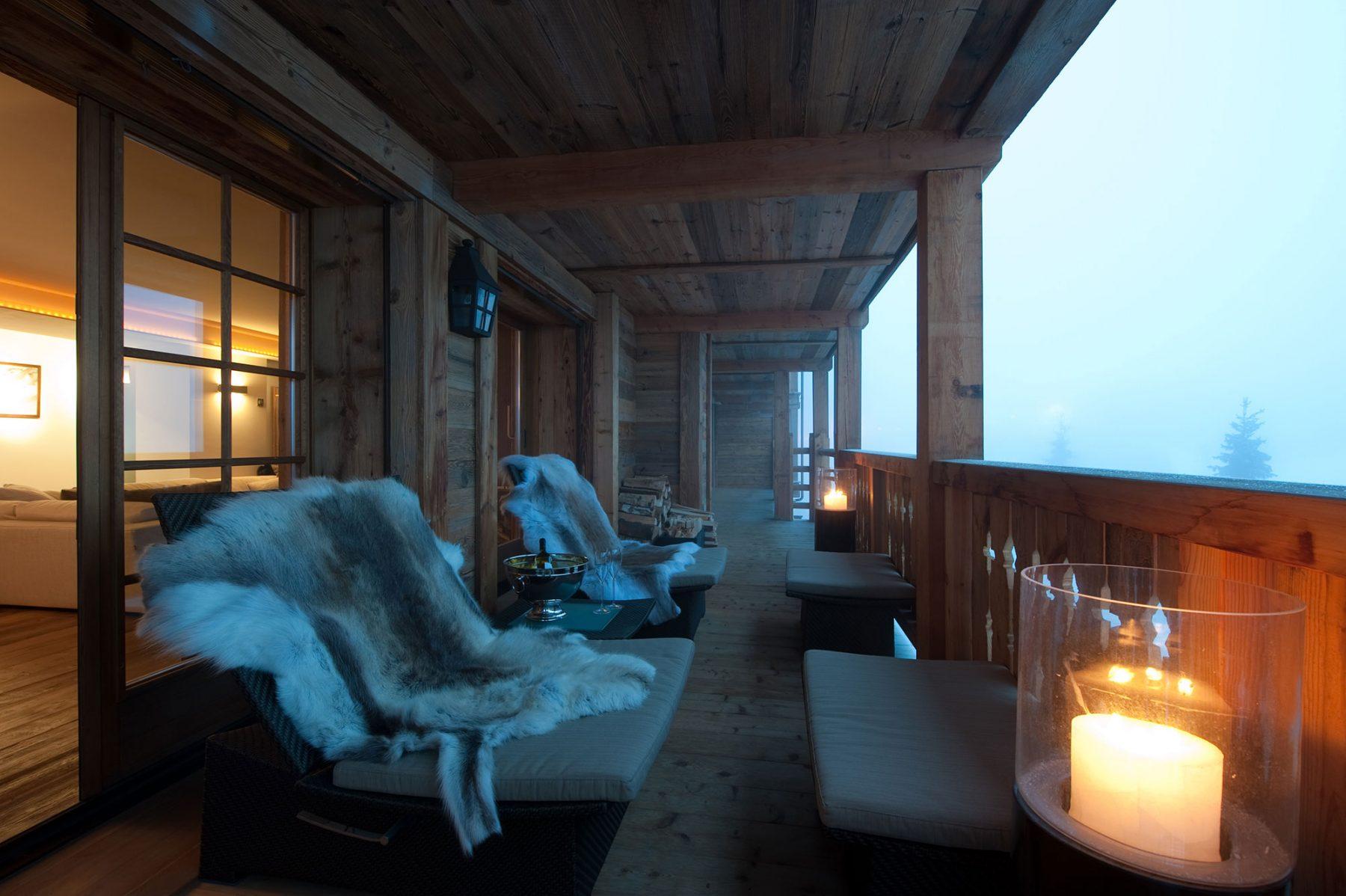 15-Terrace-at-night